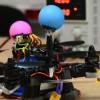 Científicos crean la primera abeja robótica que poliniza como una real